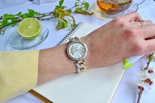 Женские часы Q&Q F539-404Y 0